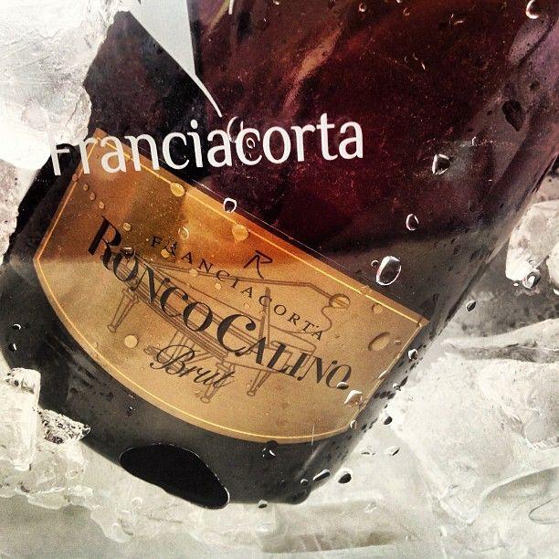 """Ultimo giorno di Prowein 2013. #prowein #prowein13 #messe #expo #fiera #vino #wine #wein #franciacorta #franciacortabrut #ice #gold #bottle #bottiglia #brut #ghiaccio #bere #drink #bottiglia #instawine #winelovers #lovewine #instapic #instalove #love"""""""