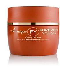 Anti-ageing night crème Crème de Nuit, a rich anti-ageing night cream, enhances the skin's own repair process, by providing the necessary nutrients that the skin needs to heal itself while you sleep.