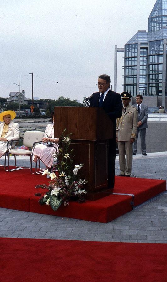 Premier ministre Brian Mulroney || Prime Minister Brian Mulroney