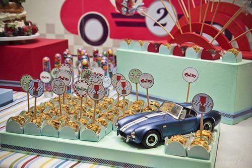 Party decoration: vintage race car theme!  Ericavighi Fotografia e decoração: festa com tema carro vintage!!   http://ericavighifoto.blogspot.com.br/