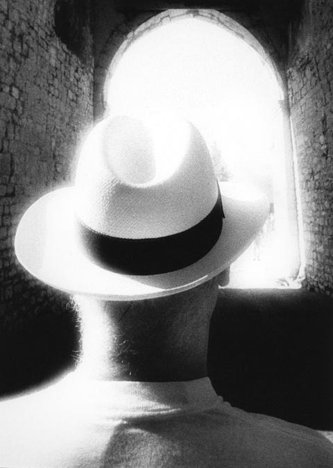 Elvio's Hat, Italy, 1987 © Frank Dituri