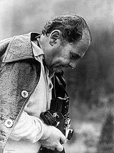 Il fotografo Kostas Balafas (Κώστας Μπαλάφας) nasce nel 1920 a Kipseli, tra le montagne di Arta, da una coppia di poveri contadini.