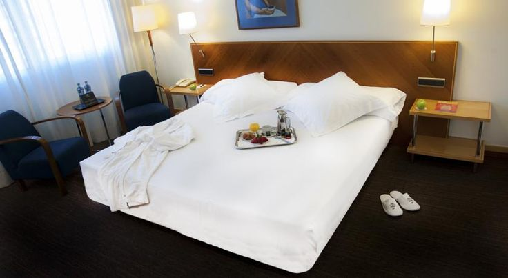 Abba Acteón Valencia Abba Acteón is 5 minutes' walk from Valencia's City of Arts and Sciences. This design hotel, which includes a gym, sauna and squash court, offers air-conditioned rooms with satellite TV and free Wi-Fi.