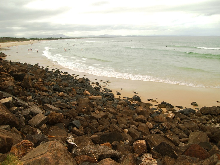 Byron Bay. Unfortunately, the weather was not very bright, so the beach looks rather sad :(