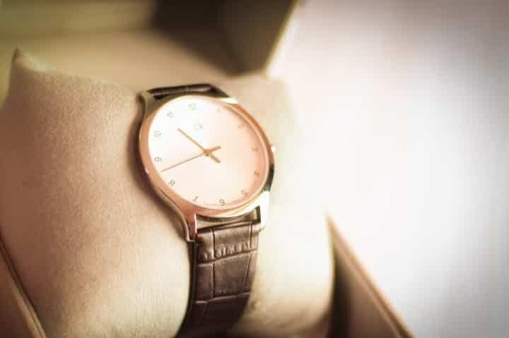 El reloj, complemento importante para él en la boda - bodas.com.mx