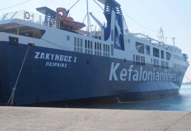 To «Ζάκυνθος Ι» προσέκρουσε στο λιμάνι της Κυλλήνης λόγω κακοκαιρίαςΔεν αναφέρθηκαν τραυματισμοί από την πρόσκρουση του επιβατηγού οχηματαγωγού πλοίου «Ζάκυνθος Ι» στο λιμάνι της Κυλλήνης κατά τη δ…