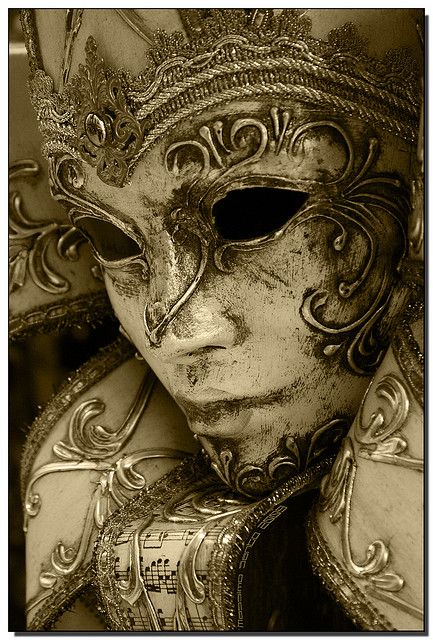 I know this is a mask and all, but it's such a cool angle.  And, it wouldn't hurt to have a mask that looked like this, I guess...