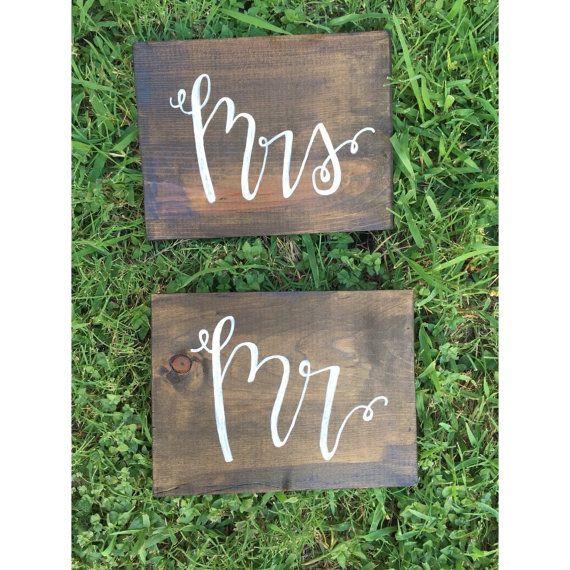 Mr et Mme Signs, décoration de mariage rustique, signes de mariage, mr et Mme, mariage boho, pays de mariage, teinté de signes, décor, lettres de la main de la mariée