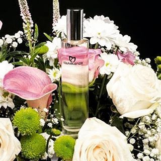 Inizia #novembre facendo omaggio al tuo lato più #femminile, il #bouquet di #rose che ti porta la nostra #fragranza 069 solo da #Equivalenza #profumeria #padova #cosmetics #perfume #profumi #onlyessenza #ig_padua #iblogger #youtubers #profumo #floreale #centropadova #equivalenzapadova #fragrance