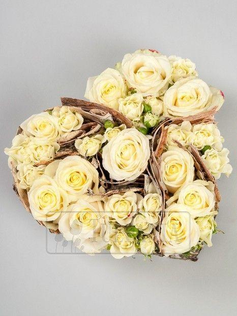 Сердце из кремовых роз. Заказ цветов в Киеве. Цветочный интернет магазин Тюльпания