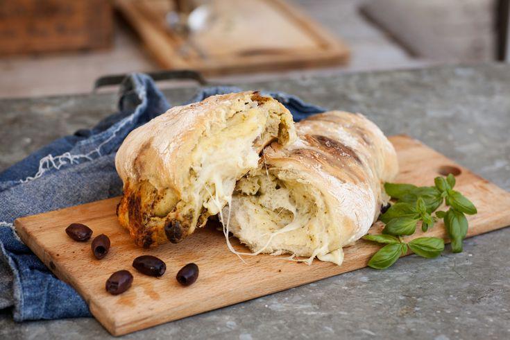 Bröd med pesto och mozzarella