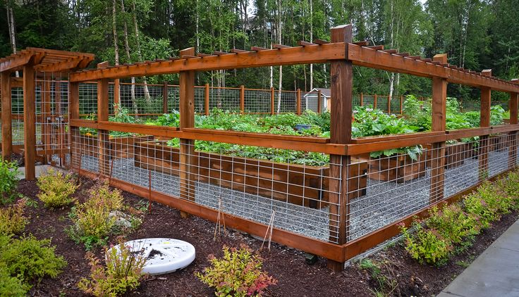 Bull Panel Garden Fencing With a Really Cool Entrance