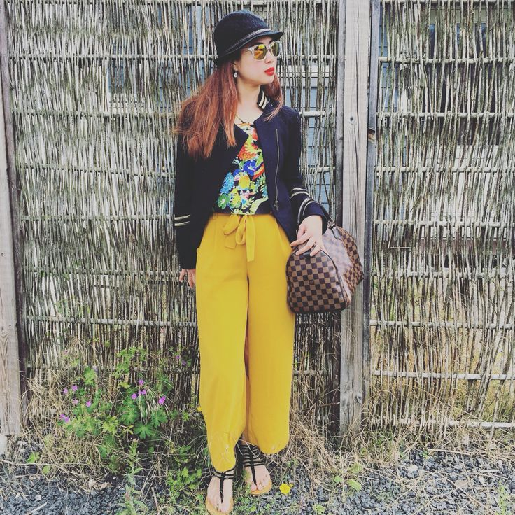 Bird and tropical printed top from #topshop, looking good with this yellow culottes from #zara. Perfect for a city strolling look!