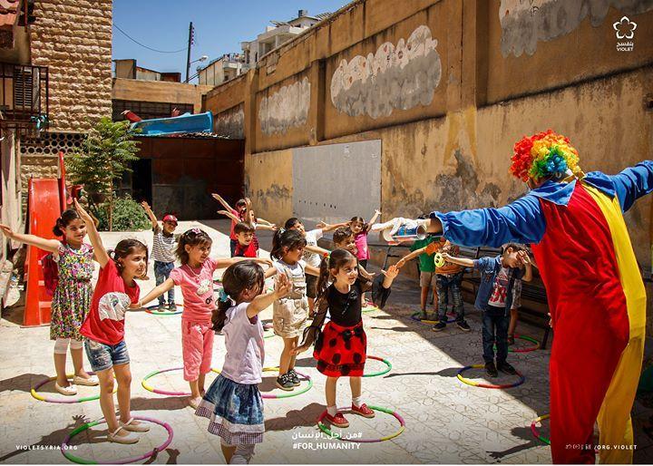 يقوم فريق الحماية بحملات للتوعية مخصصة للأطفال في المدارس الصيفية عبر توزيع مواد مصورة للوقاية من وباء كورونا و أنشطة الدعم النفسي للأ Fashion Violet Dresses