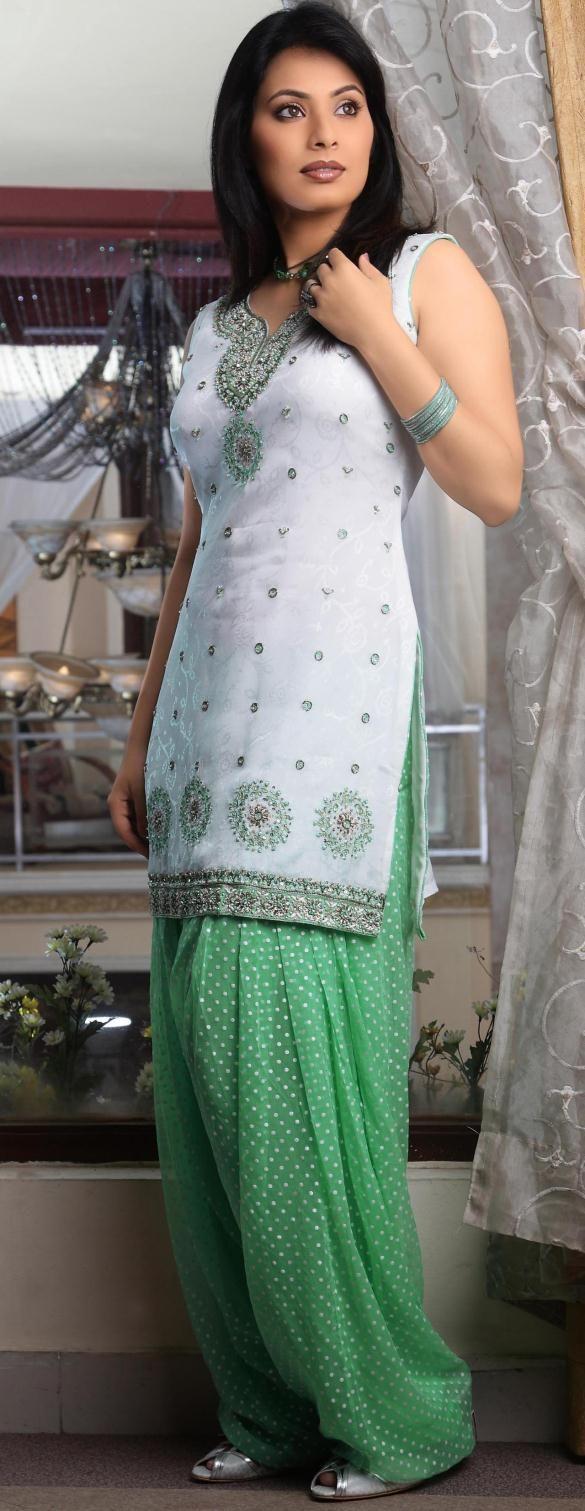Off White Sleeveless Faux Georgette Punjabi Salwar Kameez 14067