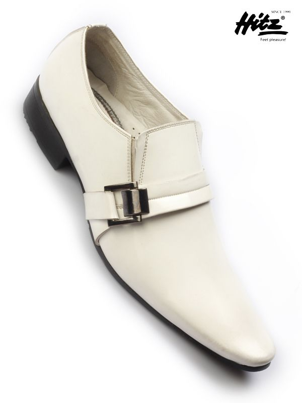 Party wear shoes Guess by #hitz . Real leather uppers with Desirable look, Slip on styling and Slim flat sole #onlineshopping #onlineshoes