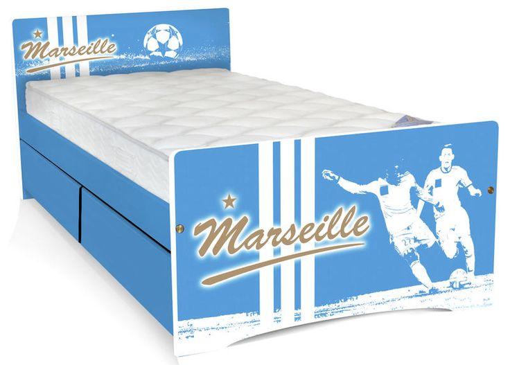 Le lit Football enfant Marseille dispose de deux tiroirs de rangement très pratique pour y ranger les affaires de votre enfant!