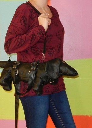 À vendre sur #vintedfrance ! http://www.vinted.fr/sacs-femmes/sac-a-main/26035021-petit-sac-a-main-bandouliere-en-forme-de-chien-simili-cuir-teckel
