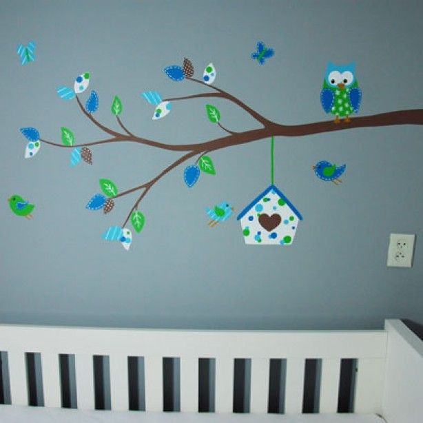 Tak voor in de babykamer van een jongetje met vogelhuisje, uiltje, vogels en vlinders.