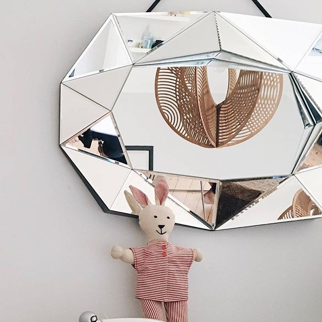 It is not very often we see our Diamond Mirror hanging horizontal however it looks stunning!