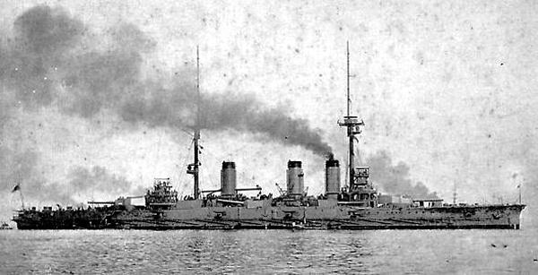 Imperial Japanese Navy warship aki [戦艦 安芸]薩摩型戦艦二番艦 起工/1906年3月15日 進水/1907年4月14日 就役/1911年3月11日 退役/1923年9月20日除籍 その後/1924年9月7日に標的艦として沈没 排水量/基準:20,100t、満載:21,800t 全長/146.9m 全幅/25.5m 吃水/8.4m 機関/石炭・重油混焼宮原式水管缶15基+カーチス式直結タービン2基2軸推進 21,600馬力 最大速力/20ノット 兵員/931名 兵装/30.5cm(45口径)砲連装2基4門 25.4cm(45口径)砲連装6基12門 15.2cm(45口径)砲単装8基8門 7.6cm(40口径)砲単装12基12門 45cm水中魚雷発射管単装5門