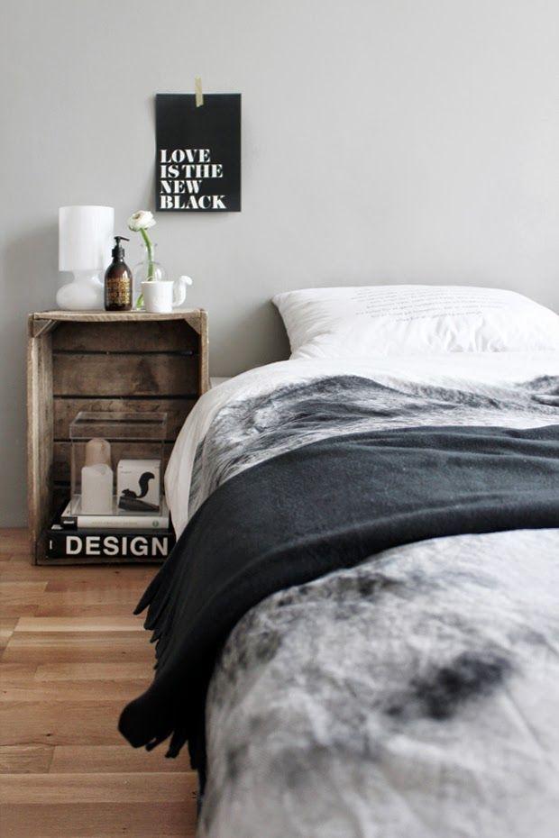 Nachtkastje van houten kist