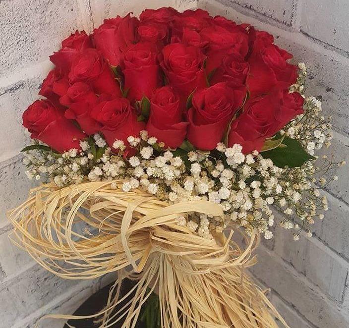Ramo Con 24 Rosas Y Gypso Rosas Flores Jardines Colgantes