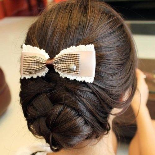 criss-cross bun! love it.: Hair Ideas, French Braids, Wedding Hair, Cute Bows, Hair Style, Cute Buns, Waitress Hairstyles, Low Buns, Girls Hair