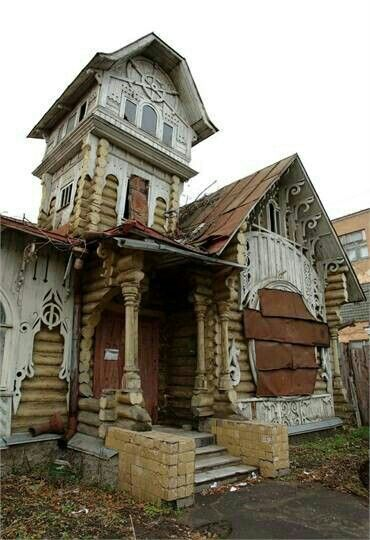 How odd... If you mean the little room on top- I think it's called a widows walk......