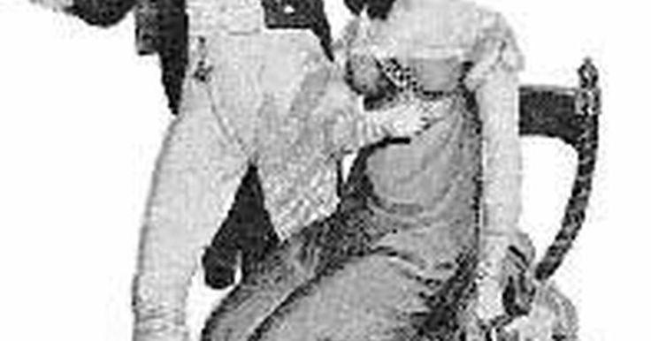 Moda na Revolução Francesa. A moda durante a Revolução Francesa (1789 a 1793) provocou uma completa mudança no desenho de moda de homens e mulheres. Todo o charme dos aristocratas deu lugar aos vestidos para todas as classes sociais. Esta mudança se espalharia por toda a Europa, modificando os trajes para um ideal com inspiração grega da era da Regência.
