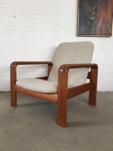 Vintage mid century fauteuil van dyrlund, deens design opnieuw gestoffeerd en nieuw schuim in zeer mooie staat  kijk ook eens bij mijn andere advertenties te bezichtigen in den haag retro, design,