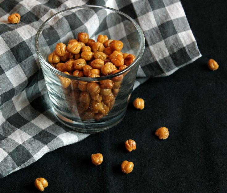 These chrunchy roasted chickpeas are perfect as a healthy snack for those late night cravings, and perfectly enough you can season them howe...