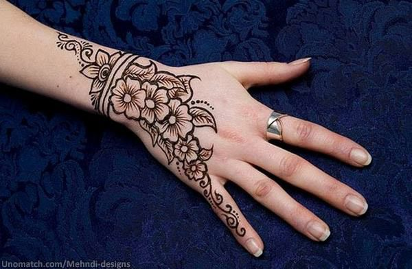 Mehndi Party Hd : Beautiful use of space and mehndi can give your hands a charming
