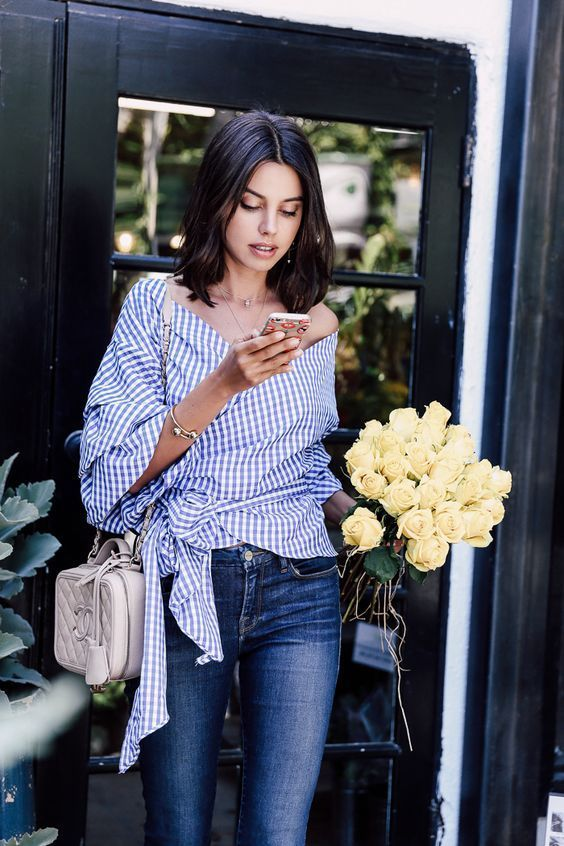 Gingham print and a bouquet of flowers, the perfect way to spend a sunny Saturday afternoon.