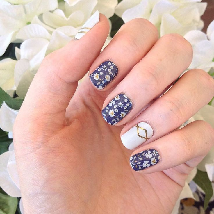 Super cute #SisterStyle mani by @spiderleenie. #PerennialBlueJN will not be available after 8/31. #Jamberry
