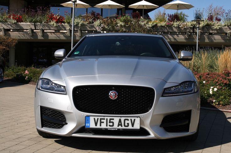 Jaguar #XF 2016 silber Motorhaube Front *Verbrauchs- und Emissionswerte F-TYPE, XE, XF, XJ, XK, inklusive R-Modelle: Kraftstoffverbrauch im kombinierten Testzyklus (NEFZ): 12,3 – 3,8 l/100km. CO2-Emissionen im kombinierten Testzyklus: 297 – 99 g/km.
