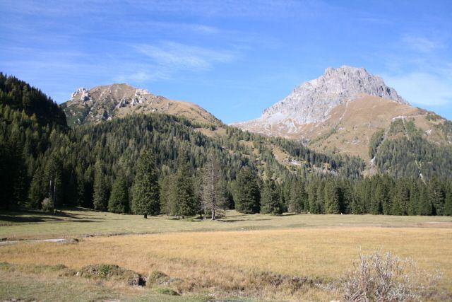 Itinerario 1 - Uno scorcio della straordinaria Piana del Gaver (foto di Mauro Canziani), in alta Val Caffaro, nel settore sud-orientale del Parco dell'Adamello - comune di Breno (www.uomoeterritoriopronatura.it).