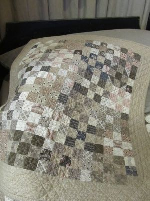 sg country sampler's blog. Love the low volume look at the moment. This is a simple nine patch with sashing. Beautiful!