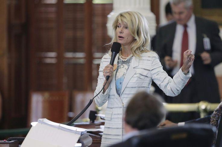 La senatrice Wendy Davis ha parlato per 13 ore nell'aula della camera alta del Texas