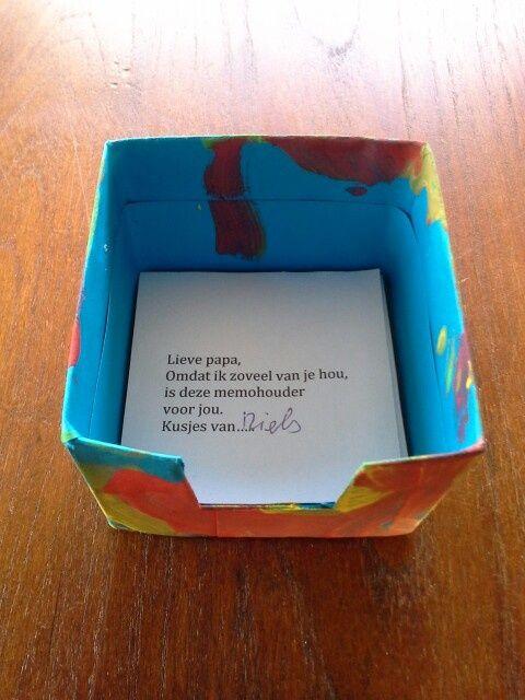 Memohouder, de dozen van melkpakjes zijn handig qua formaat.