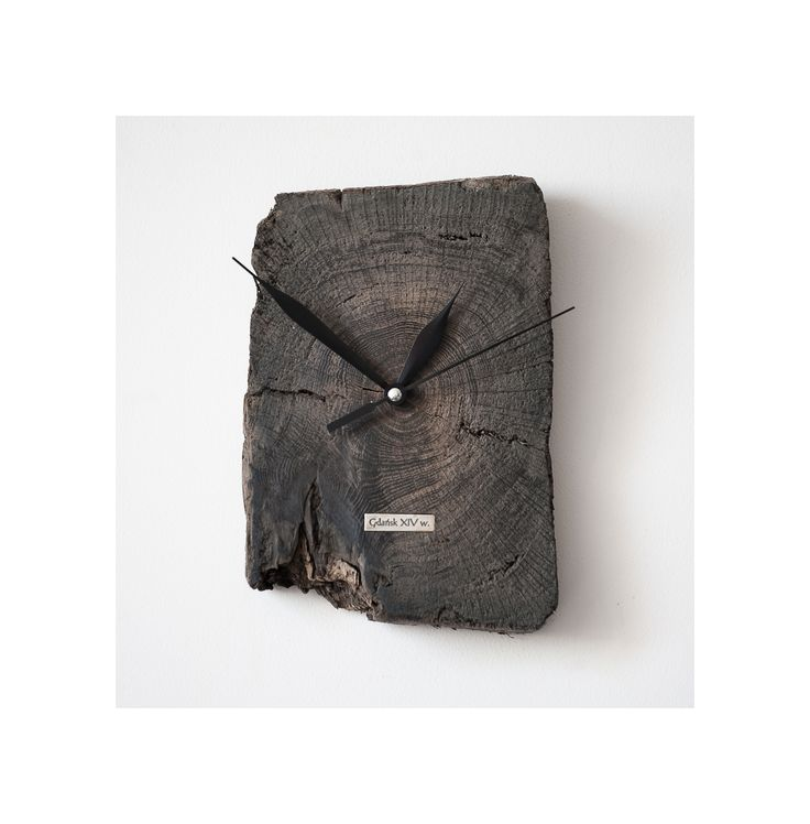 Model no 10 *). This clock is made of construction wood from the buildings of the Old Town of Gdansk. Black oak dating back to the 14th century. Size: 19 cm x 13 cm.