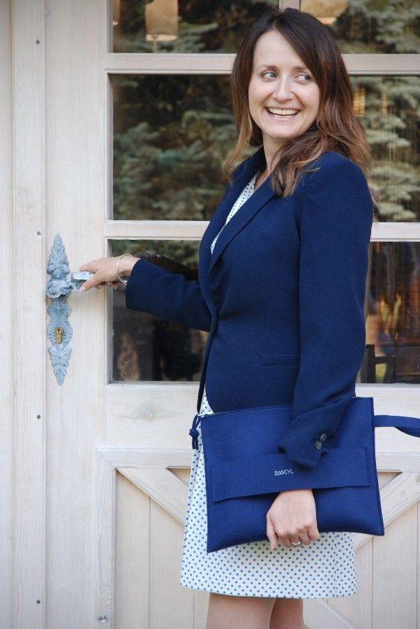 Handbag, bag  Colour: navy blue  Handmade item. Materials: felt, silver zipper   width:  33 cm, height: 25 cm  Materiał: filc wełniany Kolor: granatowy