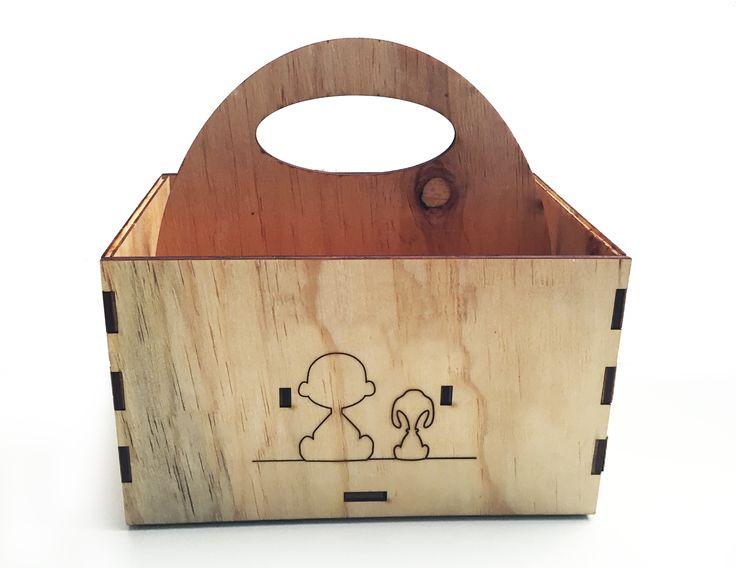 Caja de cerveza con dedicatoria | Beer box with dedication by elchangarromty #lasercut #box #charliebrown #elchangarromty