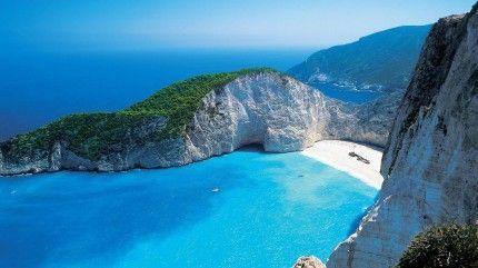 Ναυάγιο – Ζάκυνθος. Η παραλία Ναυάγιο, χρωστάει το όνομά της στο εμπορικό πλοίο…