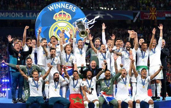 El Real Madrid Agranda Su Leyenda Con Su Tercera Champions League Consecutiva Real Madrid Por Su Decimotercer Real Madrid Equipo Real Madrid Final De Champions