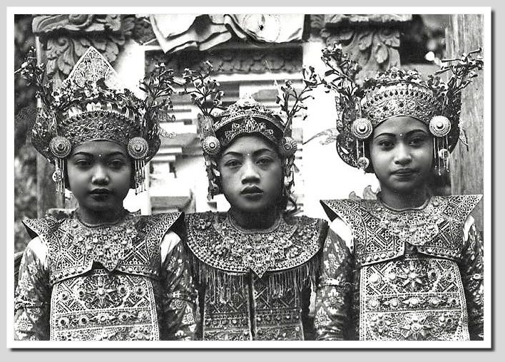 Young Balinese Legong dancers, 1920s