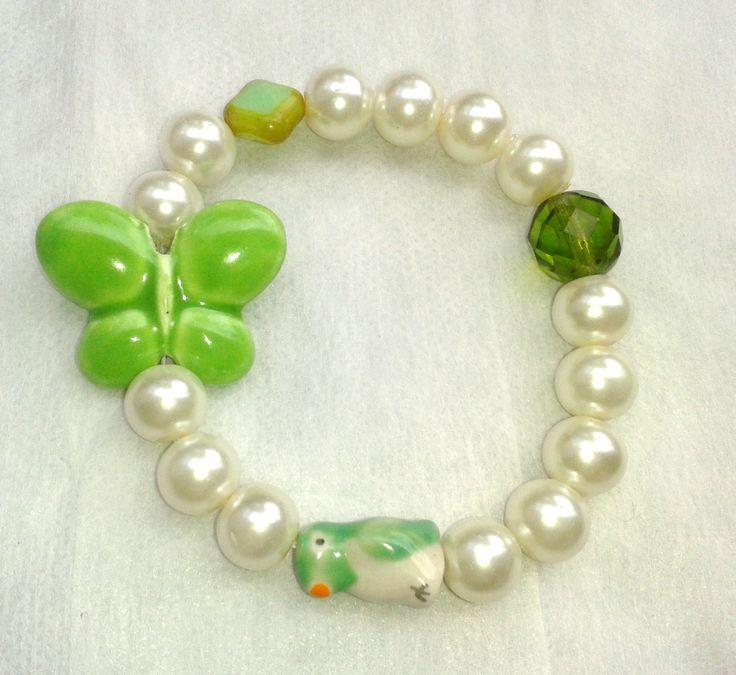 # Pulsera de Perlas, Mariposa y Pajarito verde