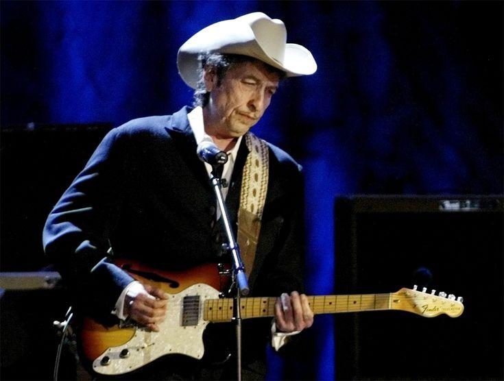 De Amerikaanse singer-songwriter Bob Dylan (75) gaat nu toch zijn Nobelprijs voor Literatuur ophalen in Zweden. Eind vorig jaar stuurde hij zangeres Patti ...
