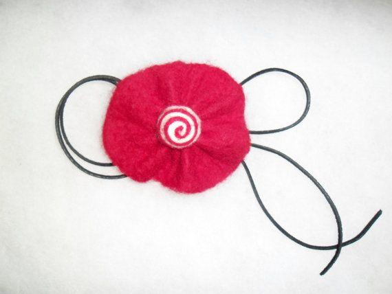 Red flower. Felt brooch. Handmade red brooch. Good by EmisaFelt