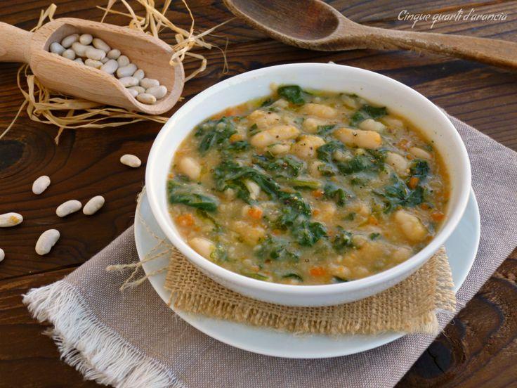 La zuppa bietole e fagioli è un primo piatto cremoso e saporito, dai sapori autunnali, perfetto da gustare magari la sera, per scaldarsi e gustare tante bu